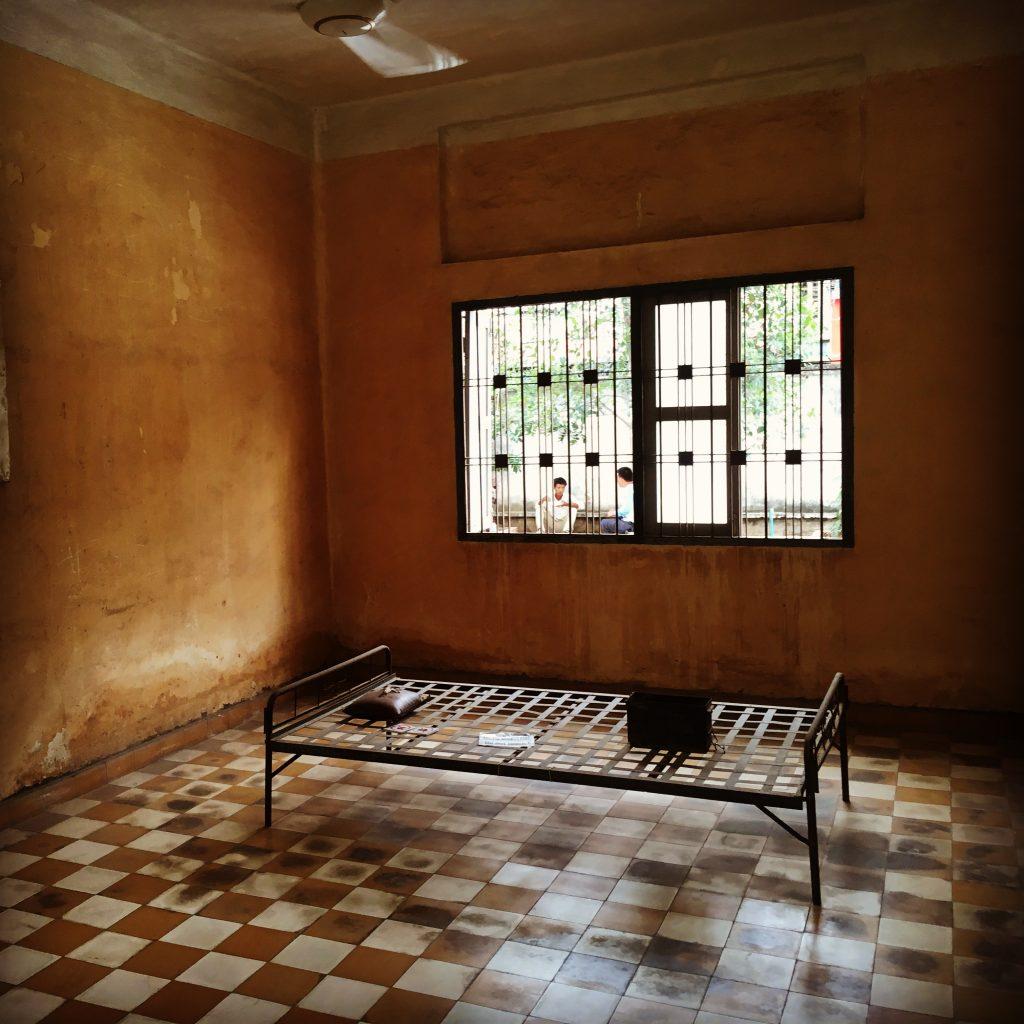"""""""Habitación"""" en la cárcel S21 de Phnom Penh"""
