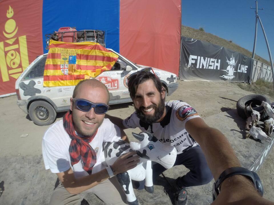 Finish Line Mongol Rally 2014. Hector Rozas y Raúl Crisan.